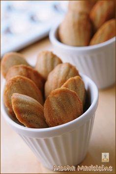 스타벅스의 모카 마들렌,, 집에서 만들어 드세요~~진짜 뽀송하고 향긋해요~(세번만 저으면 완성되요~) : 네이버 블로그 Holiday Bread, Kimchi, Bread Baking, Macarons, Breakfast, Sweet, Desserts, Recipes, Foods