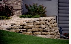 limestone retaining wall | Limestone Retaining Wall Stone.jpg (85419 bytes)