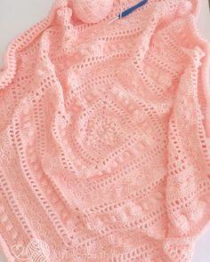 "480 Synes godt om, 86 kommentarer – Nat (@littlecosythings) på Instagram: ""Reunited with my hook & yarn 😍 & it's just wonderful!!!! Hooking my favourite blanket pattern of…"""
