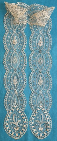 Interesting blonde lappet scarf from the 4/24/2016 Ebay Alerts. Antique Lace, Vintage Lace, Bobbin Lacemaking, Bobbin Lace Patterns, Lace Bolero, Point Lace, Linens And Lace, Needle Lace, Fun Crafts For Kids