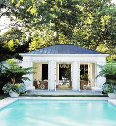 pool color,tiles and potted ferns! Her legendary grandmother's signature blue-and-white color scheme is used throughout Estée Lauder creative director Aerin Lauder Zinterhofer's East Hampton, New York, home—even for the tiling of the swimming pool. Outdoor Rooms, Outdoor Living, Living Pool, Villa, Pool Cabana, Dream Pools, Beautiful Pools, East Hampton, Hampton Pool