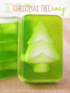 These Christmas tree soaps are super easy to make and are great as gifts for the holidays! Learn how to make your own tree soap inserts with this tutorial. Christmas Soap, How To Make Christmas Tree, Homemade Christmas Gifts, Easy Christmas Crafts, Christmas Holidays, Christmas Ornaments, Jelly Soap, Soap Melt And Pour, Green Soap