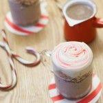 Une recette de chocolat chaud pour attendre le Père Noël au coin du feu, il ne résistera pas non plus à cette délicieuse chantilly à la crème de marrons.  Découvrez la recette du Chocolat chaud et crème de marrons !  Découvrez tout l'univers de Marine à travers son blog gourmand : Marine is cooking !