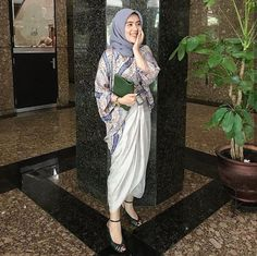 Hijab Gown, Kebaya Hijab, Hijab Dress Party, Hijab Style Dress, Kebaya Dress, Kebaya Muslim, Hijab Chic, Hijab Outfit, Model Dress Batik
