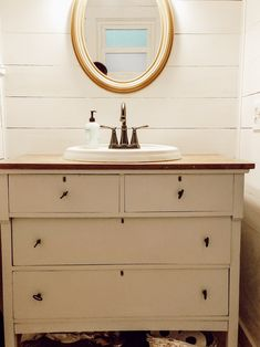 Beautiful Cottage Farmhouse Vanity Rustic Farmhouse Furniture, Farmhouse Vanity, Cottage Farmhouse, Farmhouse Design, Old Mirrors, Bathroom Design Inspiration, Old Dressers, Craftsman Style, Vintage Decor