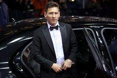 Lionel Messi chega à premiação com smoking Armani (Foto: Getty Images)
