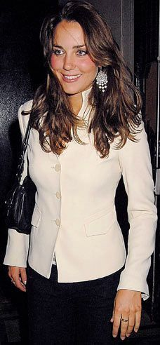 September 7th, 2006 - Kate wore a cream colored jacket and a pair of statement earrings as she was photographed leaving Boujis Nighclub with Prince William. I don't love the earrings, not going to lie....