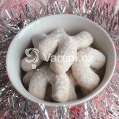 Fotografie receptu: Vanilkové sádlové rohlíčky Holiday Cookies, Garlic, Vegetables, Food, Essen, Vegetable Recipes, Meals, Christmas Cookies, Yemek