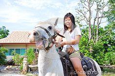 Frauenpanik auf Pferd