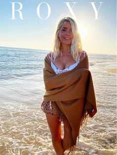 Holly Willoughby Bikini, Holly Willoughby This Morning, Holly Willoughby Legs, Emily Head, Gold Swimsuit, Chloe Sims, Phillip Schofield, Tv Girls, Summer Outfits
