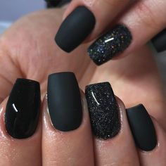 Check out our short acrylic nails ideas for the best acrylic nail colors such as light pink, yellow and more to get the perfect manicure that you are dreamt of! Black Nails With Glitter, Black Coffin Nails, Acrylic Nails Coffin Short, Matte Black Nails, Red Nails, Hair And Nails, Black Nail Art, Dipped Nails, Artificial Nails
