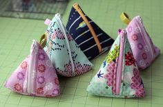 Triangular zipper pouch tutorial!