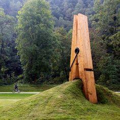 "Instalação ""Skin 2"", de Mehmet Ali Uysal. #installationart #installation…"