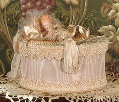 Victorian Keepsake / Trinket / Hat Box
