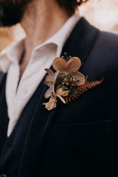 """If you love all things vintage, then you're going to want to run, not walk to check out this """"Old-World-Meets-New"""" inspired styled shoot! Renaissance Wedding, Italian Renaissance, Groom Attire, Groom And Groomsmen, Modern Groom, Modern Vintage Weddings, Historic New England, Velvet Suit, Stylish Suit"""