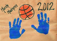 Basketball Handabdruck Basketball - March Madness Craft - Spaß Handabdruck Kunst Bathroom Vanities a March Crafts, Vbs Crafts, Diy Craft Projects, Preschool Crafts, Preschool Ideas, Basketball Crafts, Football Crafts, Basketball Clipart, Basketball Finals