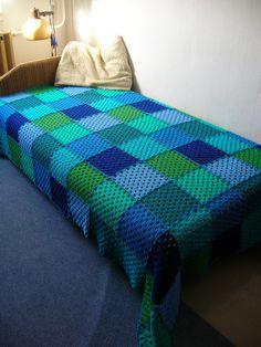 Green-Blue Squares Crochet Afghan #crochet #blanket #afghan