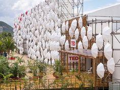 Espaço para a conferência TED Global montado em frente ao hotel Copacabana Palace, no Rio (Foto: James Duncan Davidson/Divulgação)