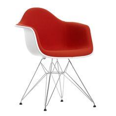%25 Descuento. Eames Plastic Armchair DAR, Vitra, carcasa blanca, tapizado color rojo
