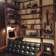 3LDKで、家族の、リビング/DIY/アンティーク/男前/照明/レトロについてのインテリア実例。 「ざっくり本棚&デスク...」 (2017-02-12 23:03:35に共有されました) Home Office Design, Home Interior Design, House Design, Home Studio Musik, Bedroom Setup, Audio Room, Apartment Design, House Rooms, Room Interior