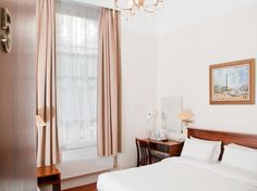 London St Georges Pimlico Hotel United Kingdom, Europe Stop at St Georges Pimlico Hotel to discover the wonders of London. Offering a variety of facilities and services, the hotel provides all you need for a good night's sleep. Facilities like 24-hour security, 24-hour front desk, 24-hour room service, express check-in/check-out, Wi-Fi in public areas are readily available for you to enjoy. Comfortable guestrooms ensure a good night's sleep with some rooms featuring facilities...