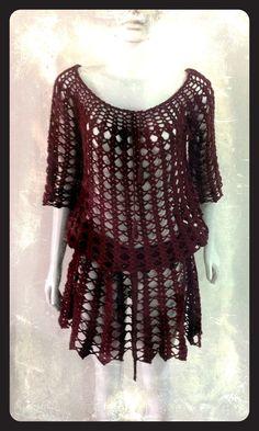 Vestido em crochê marrom, meia manga , com cordão e pingente de franjas e conto de gorgurão , tamanho M, linha 100% algodão .