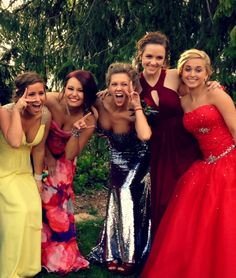 prom picture idea #girls #prom #picture #dresses #cute #fun