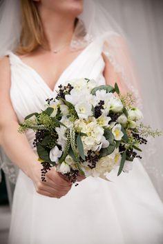 bukiet ślubny: lewkonia, przetacznik, eukaliptus, ligustr, bluszcz