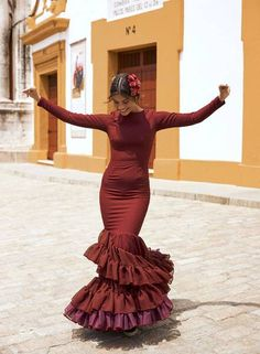 Colourful Outfits, Colorful Fashion, Flamenco Wedding, Brunette Aesthetic, Vestido Charro, Stylish Dresses, Formal Dresses, Bridal Veils And Headpieces, Mode Lookbook