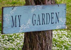 Cottage Garden Plants, Garden Art, Blue Garden, Summer Garden, Little Gardens, Garden Signs, Garden Gates, Painted Signs, Dream Garden