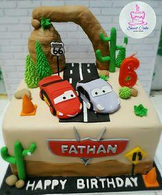 Cars Cake Sweet Cakes, Fondant, Happy Birthday, Christmas Ornaments, Cars, Holiday Decor, Desserts, Food, Happy Brithday