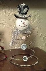 Easy and Cheap DIY Christmas Decorations for your Home – Bed Spring SnowmenLearn how to make easy and cheap Christmas decorations for your home with bed spring snowmen. You can buy all the Christmas accessories Christmas Decor Diy Cheap, Vintage Christmas Crafts, Primitive Christmas, Christmas Snowman, Holiday Crafts, Christmas Holidays, Christmas Decorations, Christmas Ornaments, Couple Christmas