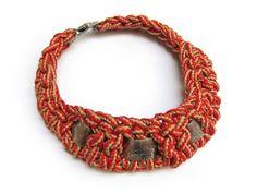 gargantilla coco Coco, Macrame, Crochet Necklace, Bracelets, Jewelry, Chokers, Manualidades, Crochet Collar, Jewels