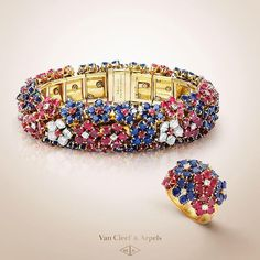 Van Cleef & Arpels Heritage collection gathers vintage pieces created between the 1920s and the 1980s. The 1940 Hawaï set brings together various sapphires and rubies, with corollas of white diamonds sparkling amongst them. #HighJewelry #TEFAF2016