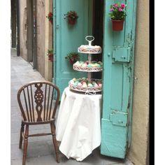 Cookies.... El Born Barcelona @Sara Eriksson Alonzo te acordás? los cupcakes? El Born Barcelona, Barcelona City, Barcelona Catalonia, Barcelona Architecture, Gaudi, Ladder Decor, Places To Travel, The Neighbourhood, Bakery