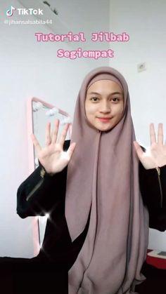 Simple Hijab Tutorial, Hijab Style Tutorial, Cara Hijab, Pashmina Hijab Tutorial, How To Wear Hijab, Head Scarf Styles, Hijab Fashion Inspiration, Islamic Fashion, Beautiful Hijab