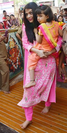 Aishwarya Rai Bachchan and daughter Aaradhya arrive at Siddhivinayak Temple. #Bollywood #Fashion #Style #Beauty #Desi