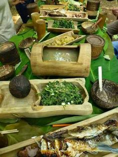 Bamboo serving dishes - All About Bamboo Art, Bamboo Crafts, Bamboo Fence, Tiki Bars, Arte Bar, Case Creole, Bamboo Dishes, Bahay Kubo, Bamboo Construction
