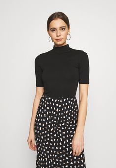 New Look TURTLE - T-shirts med print - black - Zalando.no Summer Looks, New Look, Turtle, Sequin Skirt, Sequins, Skirts, T Shirt, Black, Fashion