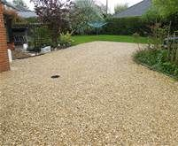 like the color of this gravel driveway Diy Driveway, Stone Driveway, Gravel Driveway, Driveway Ideas, Gravel Pathway, Walkway, Ranch Style, Outdoor Areas, Garden Inspiration