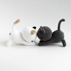 This is too adorable! Free crochet pattern by... (Amigurumi Patterns - Tumblr)