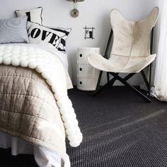 Love! Dark grey carpet..light grey walls, beige bedding!:)