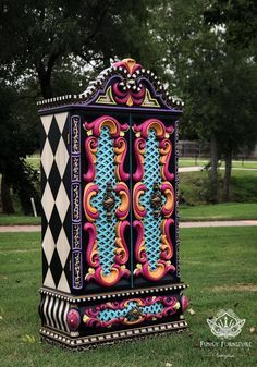 30 Painted Furniture Projects - Design by Do you love painted furniture? Are you thinking about painting a piece? I have compiled 30 fabulous gorgeous pieces of painted furniture for you! Whimsical Painted Furniture, Chalk Paint Furniture, Funky Furniture, Classic Furniture, Upcycled Furniture, Unique Furniture, Furniture Projects, Furniture Makeover, Vintage Furniture