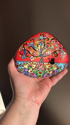 Folk art tree of life painted rock by Christine Onward - ROCK ART Stone Art Painting, Dot Art Painting, Mandala Painting, Pebble Painting, Pebble Art, Painting On Shells, Mandela Rock Painting, Tree Of Life Painting, Tree Of Life Art