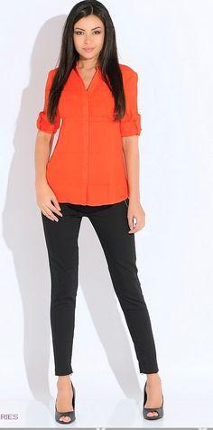 Оранжевый кардиган, черные брюки, черные туфли