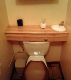 Space Saving Toilet Design for Small Bathroom - Home to Z Sink Toilet Combo, Toilet Sink, Toilet Room, Portable Bathroom, Bathroom Storage, Space Saving Toilet, Shower Cabin, Small Toilet, Home Organization