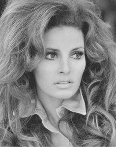 Gallery For > Raquel Welch Black Hollywood Glamour, Hollywood Actresses, Classic Hollywood, Vintage Glamour, Vintage Beauty, Timeless Beauty, Classic Beauty, Raquel Welch 1960s, Divas