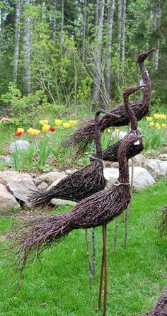 Small garden with English country flair With typical plants and accessories, your property also turns into a pretty country garden. The design exampl. Garden Crafts, Garden Projects, Garden Art, Cottage Garden Plants, Garden Show, Land Art, Outdoor Gardens, Indoor Gardening, Garden Sculpture