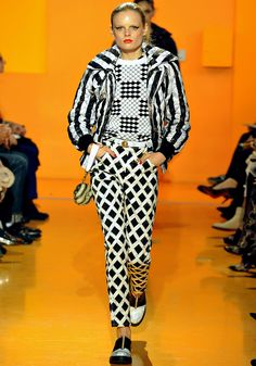 It's time to shape up with fall's graphic print pieces. Check out the trend in Kenzo's Fall 2012 show #Kenzo   #Runway http://fashionfix.net-a-porter.com/newsflash/trend-topic-geometry-lessons