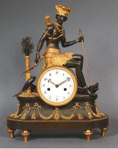 Pendule symbolisant l'Amérique, bronze ciselé doré , cadran signé Deverberie vers 1800. 48 x 35 cm.